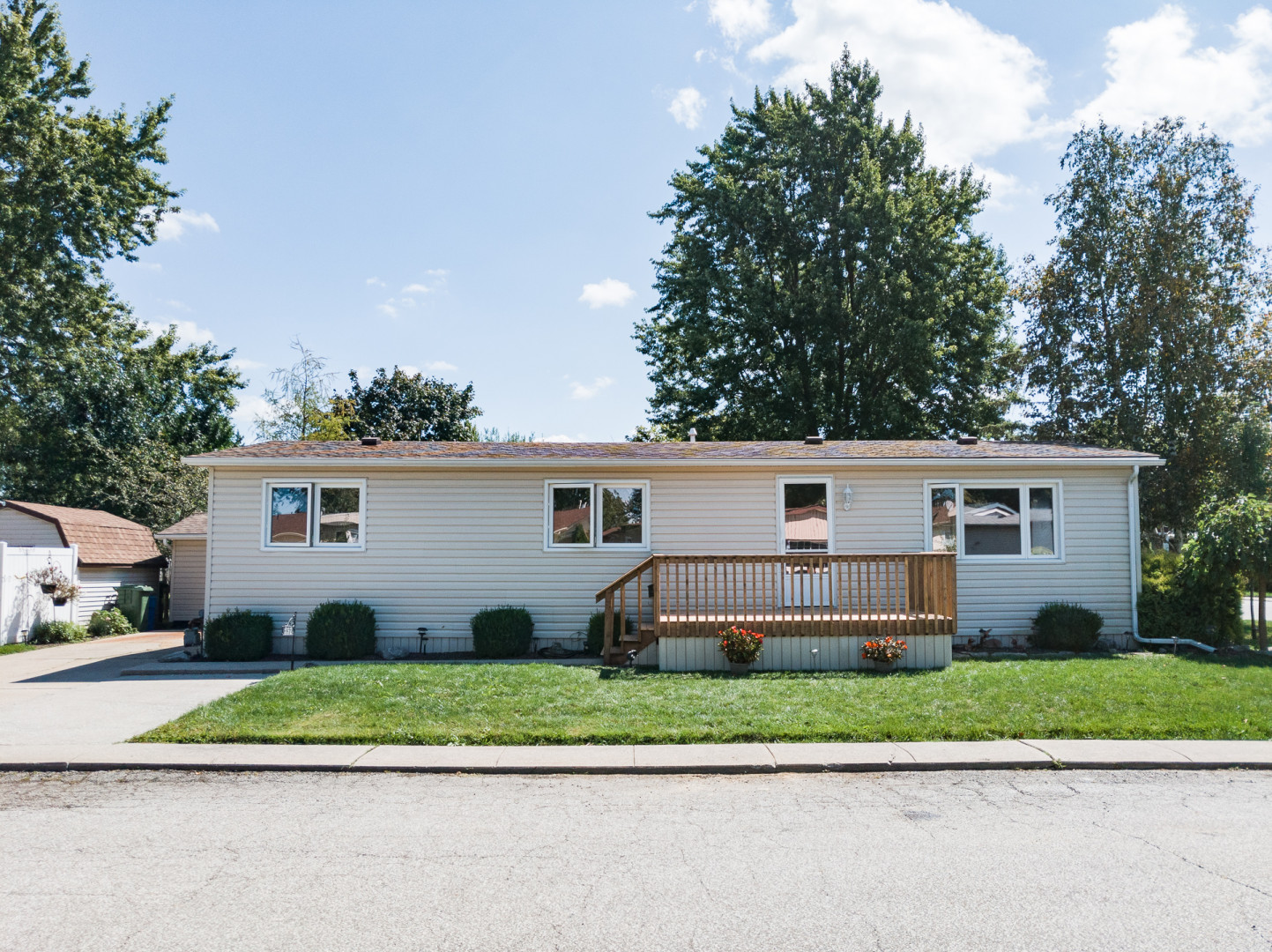357 Clearview Crescent, Essex - For Sale!